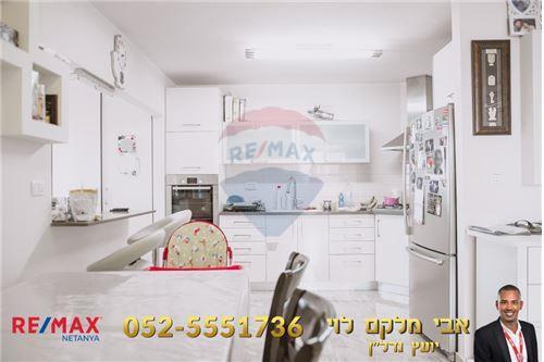 271323CE-CEB6-931A-12D1-937447A2DE57